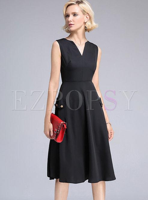 A line sleeveless black skater dress