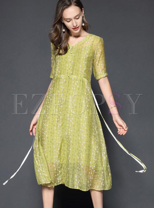 eadd9564e6 Brief Floral Print V-neck Midi Dress