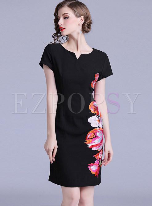 Black O-neck Short Sleeve Embroidered Sheath Dress