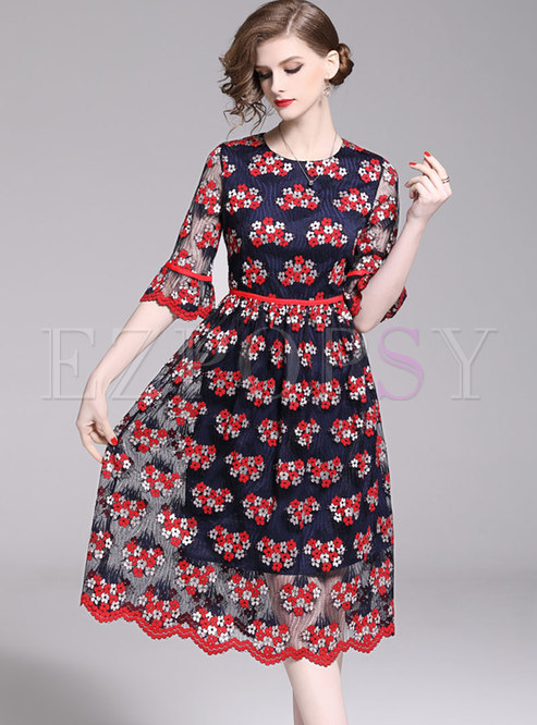O-neck Embroidered Flare Sleeve Waist Skater Dress