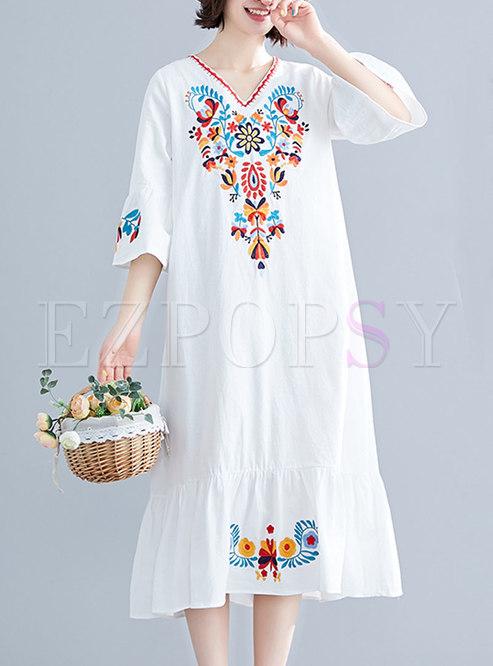 Embroidered V-neck White Loose Shift Dress