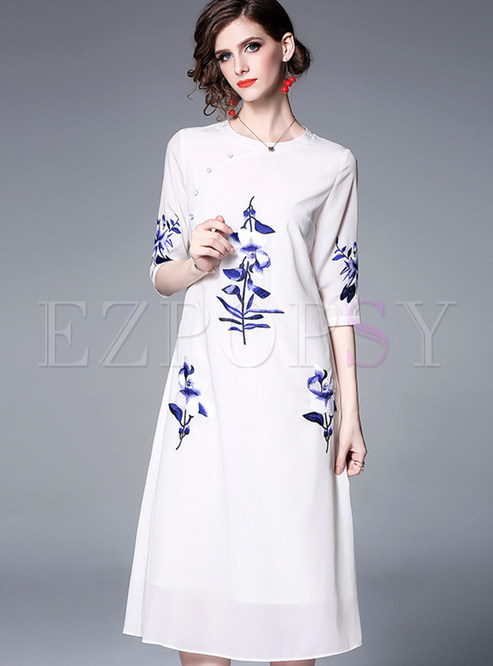 Fashion O-neck Embroidered Shift Dress