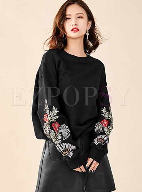 O-neck Embroidered Loose Pullover Sweatshirt