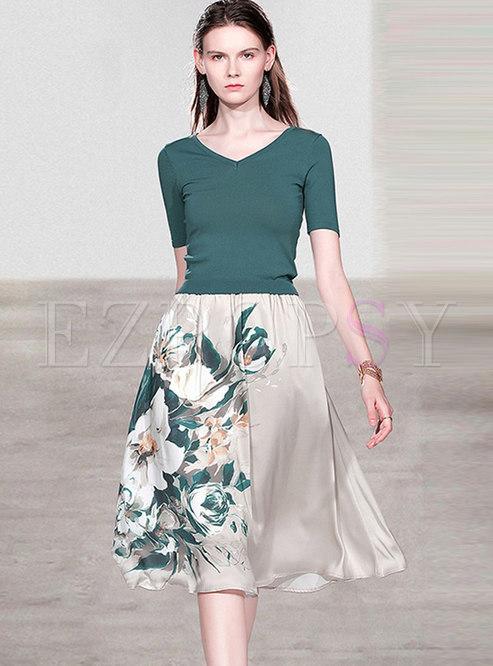 V-neck Slim Knit Top & Print A Line Skirt