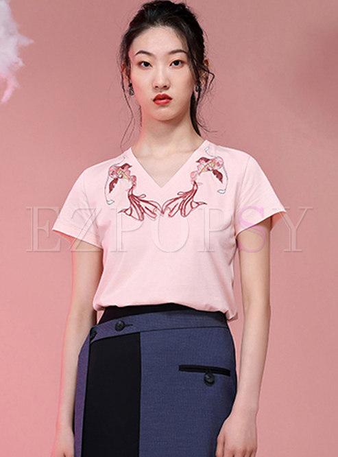 V-neck Embroidered Pullover Loose T-shirt