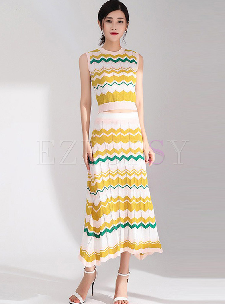 Stylish Sleeveless Knitted Tanks & High Waist Big Hem Skirt