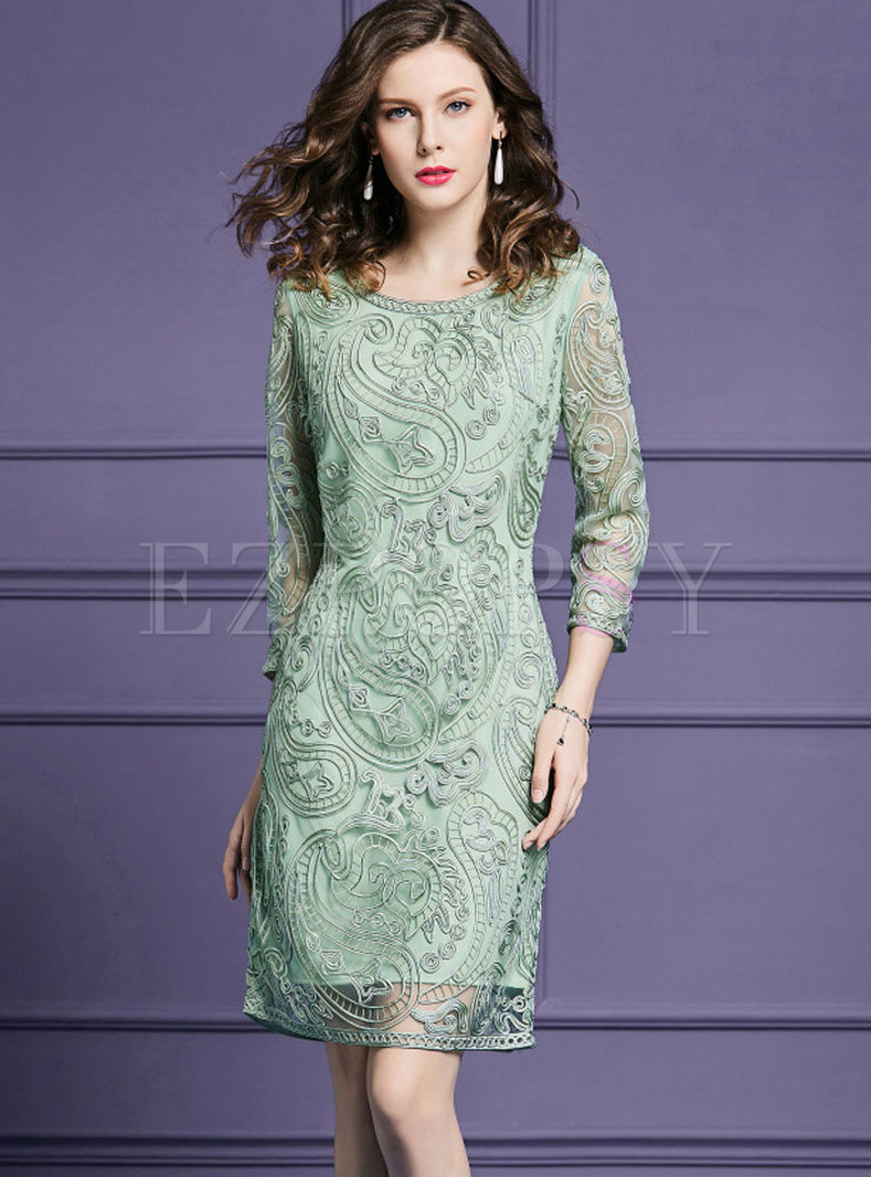 Fashion Green Plus Size Embroidered Lace Paneled Dress