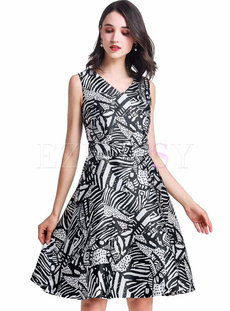 Stylish Print V-neck Sleeveless Hem Skater Dress