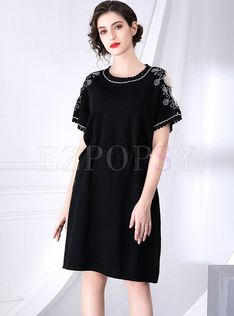 Retro O-neck Embroidered Tied Waist Knitted Dress