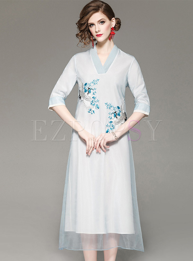 Fashion V-neck Half Sleeve Embroidered Dress