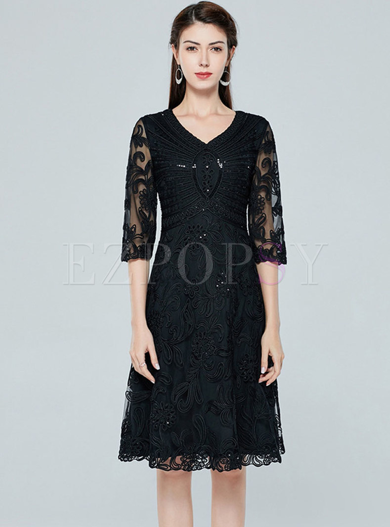 V-neck Lace Embroidered Short Party Dress