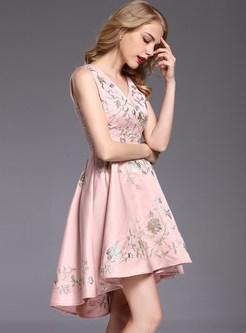 Elegant Embroidered V-neck Sleeveless Pleated Skater Dress