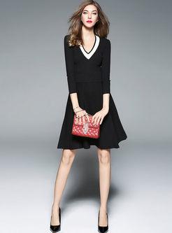 Color Block V-neck Gathered Waist Knitted Dress