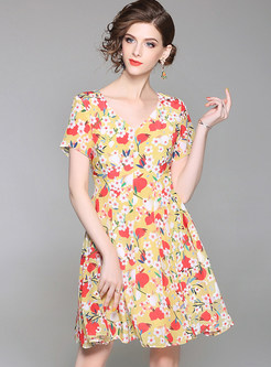 b9d4a7a952 Floral Print V-neck Short Sleeve Skater Dress ...