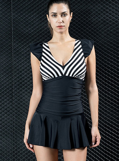 Striped V-neck One-piece Swimwear