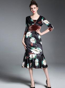 Trendy V-neck Three Quarters Sleeve Print Mermaid Dress