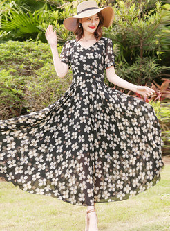 Chic Flower Print V-neck Maxi Dress
