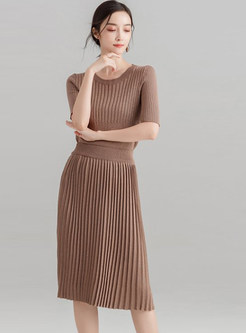Pure Color O-neck Knitted T-shirt & Pleated Skirt