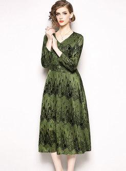 Green V-neck Long Sleeve Velvet Embroidery Dress