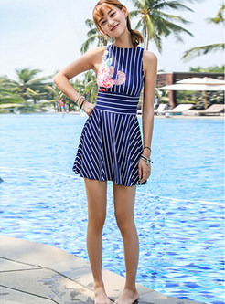 O-neck Sleeveless Striped Backless One Piece Swimwear