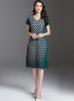 V-neck Plus Size Mid-claf Pleated Shift Dress