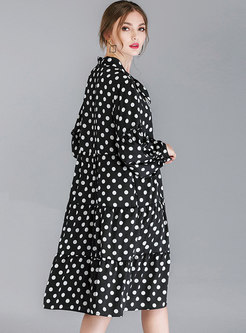 Oversize Polka Dot Tie-collar Knee-length Shift Dress
