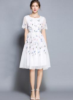 Sweet O-neck Short Sleeve Waist Embroidered Skater Dress