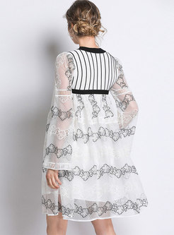 Chic Color-blocked Lace Splicing Flare Sleeve Shift Dress