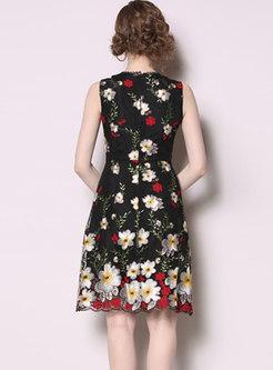 Chic V-neck Embroidered Sleeveless Skater Dress