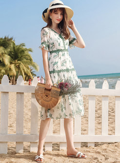 Fashion V-neck Floral Flare Sleeve Skater Dress