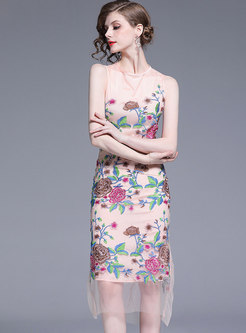 Elegant Embroidered O-neck Sleeveless Bodycon Dress
