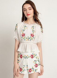 Ethnic Embroidered Top & Slim Casual Short Pants