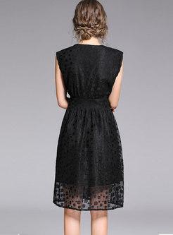 Elegant Lace V-neck Sleeveless Slim Midi Dress