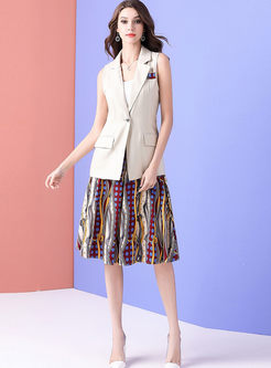 Casual Notched Sleeveless Vest & Print Pleated Skirt