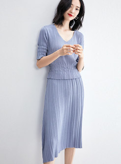 Brief V-neck Knitted Top & High Waist Pleated Skirt