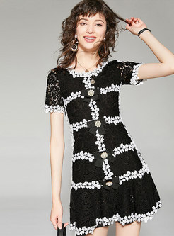 Stylish Lace Splicing Pearl Buckle Mini Skater Dress