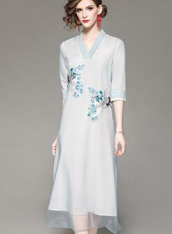 Fashion V-neck Half Sleeve Embroidered Dress