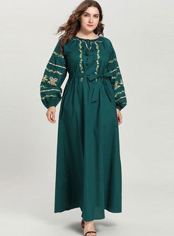 O-neck Embroidered Plus Size Dress