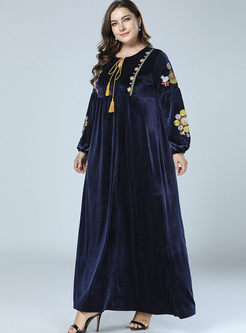 O-neck Embroidered Velvet Plus Size Dress