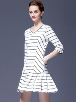 V-neck Striped Pleated T-shirt Dress