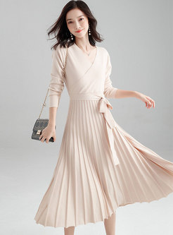V-neck Long Sleeve Pleated Knitted Dress