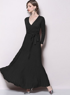 Solid Color V-neck Pleated Maxi Dress