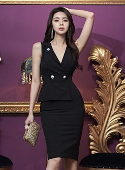 Deep V-neck Sleeveless Sheath Dress