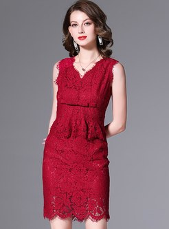 V-neck Sleeveless Lace Sheath Skirt Suits