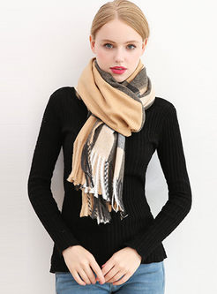 Color-blocked Plaid Fringed Scarf
