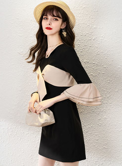 Color-blocked Bowknot Flare Sleeve Loose T-shirt Dress