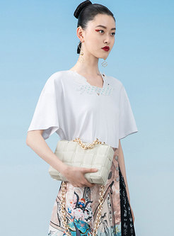 White V-neck Animal Patch Pullover T-shirt